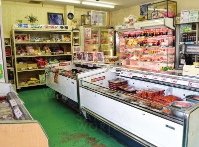 韓国食材&お惣菜がずらり。チーズタッカルビのタレや特製のドレッシングも販売!