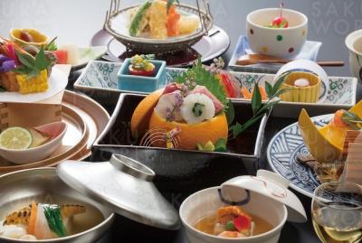 石金の魅力は料理のおいしさ。地元の味を大切に、季節を感じることができる会席料理などがいただける。