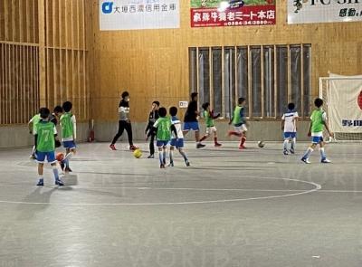 年中・年長さんも楽しくサッカー!女の子もたくさん参加中♪
