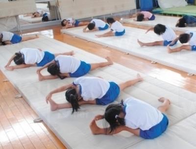 柔軟体操でしっかり準備を。
