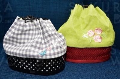 浴衣に映える可愛い巾着もセットに含まれる。財布やスマホ入れにぴったり。