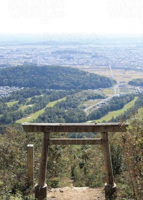 4.山頂からの眺め。権現山は御岳・白山の霊山ともされている。