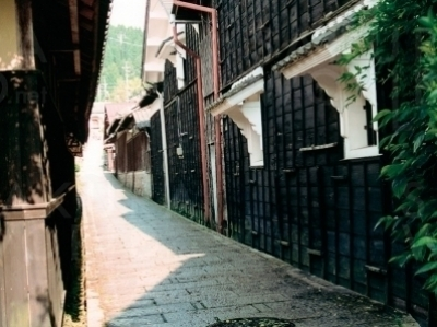 大正時代に迷い込んだような路地。