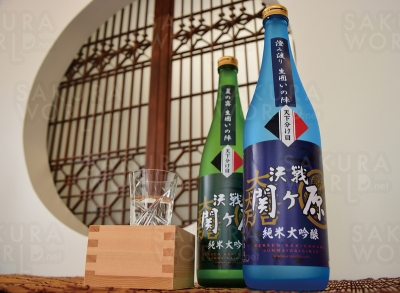 三輪酒造では珍しい清酒「決戦関ヶ原」各1700円(数量限定)。まろやかな澱絡みと、澄んだ味わいの澄み酒の2種が楽しめる。