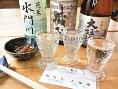 地酒のバロン鉄心や水門川、大垣城が味わえる「利き酒セット」500円。各お酒は物産コーナーにて販売中。