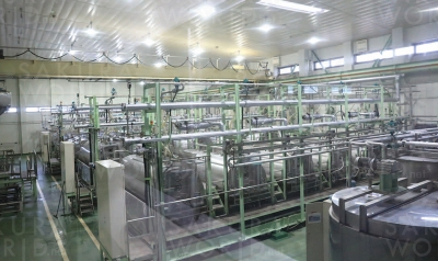 クリスタル氷糖製造機。原料のグラニュー糖を投入してから2日かけてロック氷砂糖の結晶を作りあげていく。