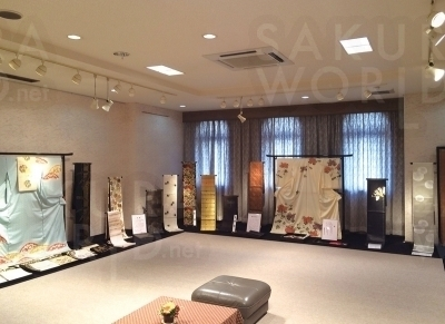 2階には常設展示場も完備。美しい着物をゆっくり楽しんで♪
