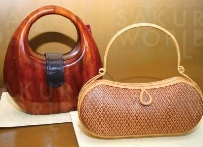 おすすめブランド「ロシオ」や「コムクリット工房」のバッグは、繊細かつ大胆なデザインで、和服にも洋服にも◎ 英国王室御用達としても有名。