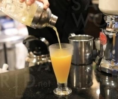 「季節のフルーツジュース」とオレンジやグレープフルーツなどの「定番のフルーツジュース」は無添加、果汁100%。大熊果実店の厳選した果実を使用している。