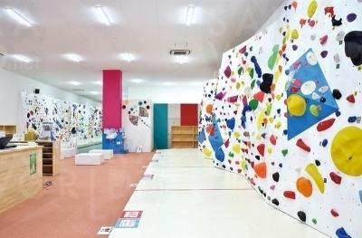 初心者でも楽しく続けられるように工夫して作られた壁。条件次第で4歳でも利用可。