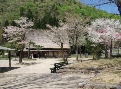 中野長治郎家は庄屋だった中野義盛家の分家。県重要文化財指定は9棟ある。