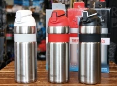 サイクリング時には欠かせない水分補給。保冷力抜群のサーモスから自転車専用ボトルが新登場。3,500円。