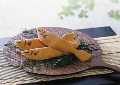 〈BEST3〉若鮎 清流を泳ぐ鮎をかたどった岐阜県の銘菓。柔らかいお餅を焼き皮でくるんでいる。4月上旬~10月中旬。1個140円