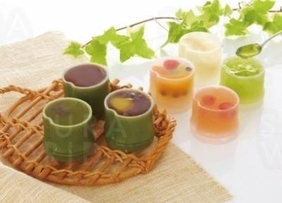 〈BEST5〉竹の露 竹型容器に入った水ようかんやゼリー。 冷やしておいしく、日持ちもするので手土産におすすめ。5月下旬~8月下旬。1個280円
